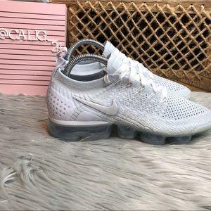 Nike Air Vapormax Flyknit 2  Size 7 NWOB